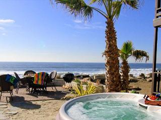 Beachfront Condo on the Sand with private spa, 4br's, 2 masters, 3ba's, Oceanside