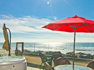 Rental on the Ocean with 4br/4ba, private spa and patio, bbq, newly built!, Oceanside