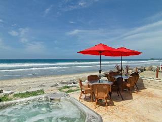 Beachfront Condo with Spa on the Sand, 4br's, 2ba's, perfect family getaway!, Oceanside