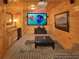 3 Bedroom, 3 Bath, Pool Table, Hot Tub and 9 Foot Theater Screen!, Gatlinburg