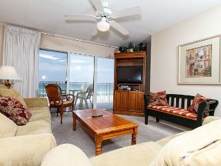 GD 303: Beachfront condo with gulf view - WIFI, tennis, BBQ, FREE BEACH SVC, Fort Walton Beach