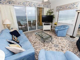 GD 617:Phenomenal end unit! LCD TV w/ Blu Ray, parking, WIFI, FREE BEACH SVC