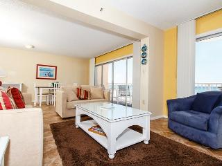 #201: Spacious gulf front condo- WiFi,BBQ,FREE BEACH SERVICE & MOVIES-BOOKNOW, Fort Walton Beach