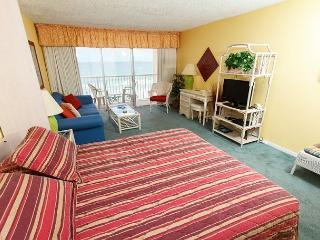 Condo #503:Well appointed gulf front condo- balcony, kitchen, pool, WiFi, Fort Walton Beach