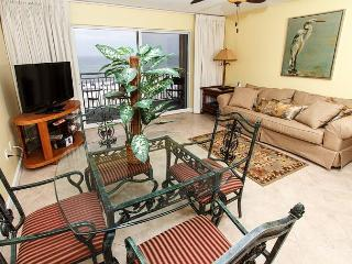 Pelican Isle 315: Beautiful beach front, free beach chairs, MUST SEE!