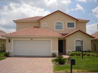 Ideally located home near golf and rollercoaster - RR227, Davenport