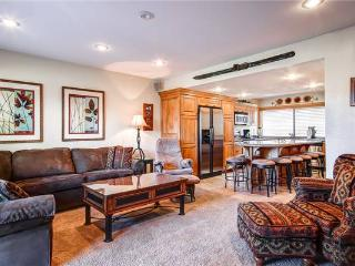RACQUET CLUB 60: Lovely Townhome!, Park City