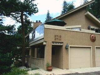 The Cedar Upper at Windcliff: Top of the World RMNP Views, Hot Tub, Wildlife, Estes Park