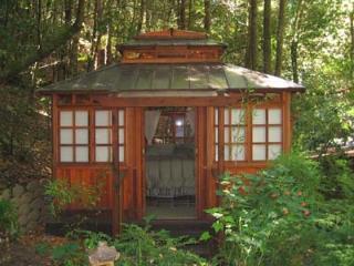 Falling Leaf Vacation Rental, Custom Tea House Bedroom