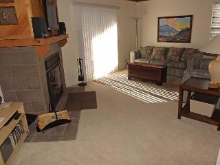 TH205I Fantastic Condo w/Wifi, Clubhouse, Mountain Views, Fireplace