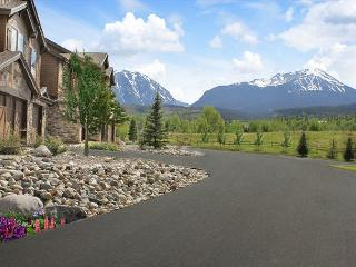 PB116R Desirable Townhouse w/Fireplace, Wifi, Mountain Views, Garage
