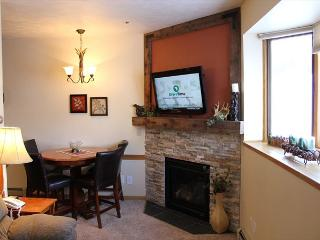 TR408A Timeshare Condo w/Wifi, Clubhouse, Mountain Views, Fireplace, Silverthorne
