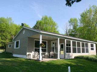 Rainbow Beach cottage (#88), Owen Sound
