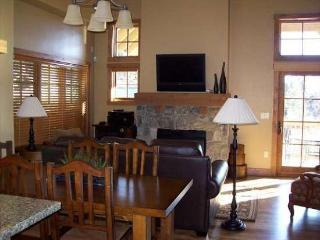 Golden Bar Townhome 102 - TownHouse