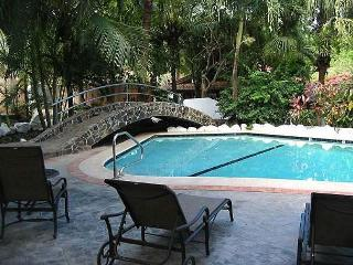 Great 2bd cottage with loft across the street from beach CB2, Tamarindo