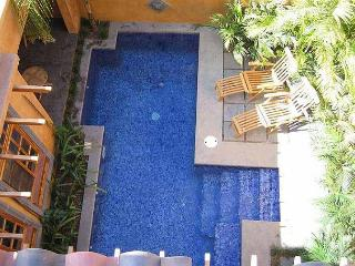Beautiful 3BR vacation villa- across from beach, pool, gas grill CV2, Tamarindo