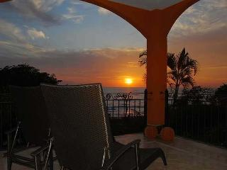 Amazing 2BR oceanview condo- shared pool, vonage phone, a/c, internet HOR204