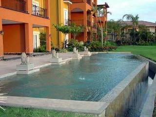 Fabulous beachview penthouse- custom kitchen, balconies, a/c, shared pool, Tamarindo