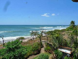 Beachfront beauty! Horizontes 302 penthouse.