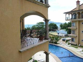 Great hacienda style condo- a/c, pool, across the street from the beach, Tamarindo