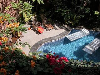 Well appointed villa- across from beach, private pool, kitchen, a/c, internet