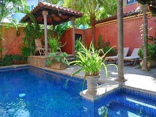Comfortable luxury villa- across from beach, kitchen, cable, internet, piano, Tamarindo