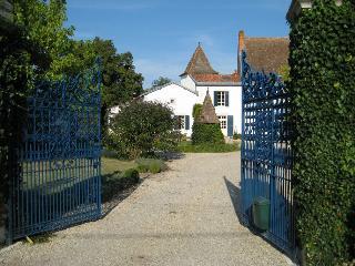 Dordogne Chateau for Rent - La Ferme de la Dronne - La Floreale, Ribérac