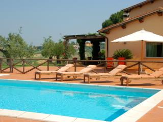 Large Estate with Four Villas with Pools North of Rome - Podere Tevere