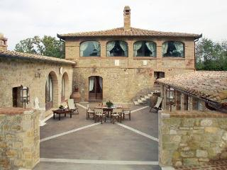 Villa in Southern Tuscany with Privacy and Views - Villa Altare