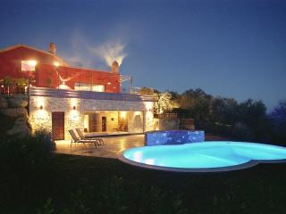 Tranquility, Stunning Views, Excellent Location, Outdoor and Indoor Pools - Villa Due Specchi, Castel Rigone
