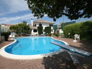 Sardinian Villa with Tennis Court and Swimming Pool - Villa Flamingo, Quartu Sant'Elena