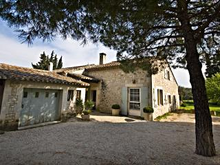 Villa Francine, Beautiful 4 Bedroom Provence Home with Sauna and Pool, Les Baux de Provence