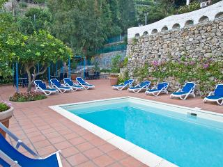 Luxury Amalfi Coast Villa Rental with Spectacular Views and Pool - Villa la