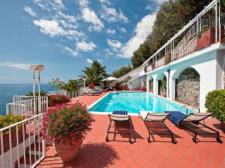 Luxury Villa on the Amalfi Coast with Pool and Sea Views - Villa Magestica, Atrani