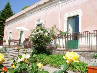 Sicilian Hillside Villa with Spectacular Views of the Town and Sea - Villa Pirandello, Milo