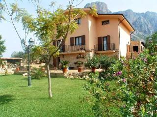 Sicilian Villa Surrounded by Gardens - Villa Salvatore, Cinisi