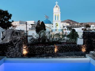 Modern Santorini Villa with Rooftop Terrace and Beautiful Views - Villa Plakoto