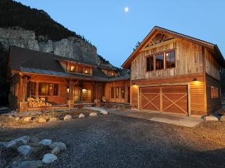 Crooked Canyon Lodge, Gallatin Gateway