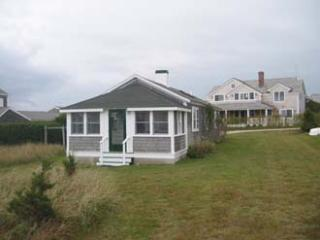Charming House with 2 Bedroom & 1 Bathroom in Nantucket (3646)