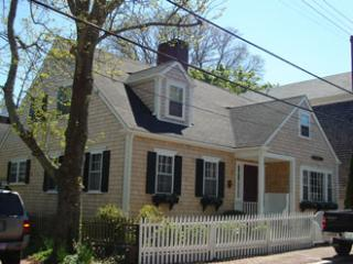 Perfect 4 Bedroom, 3 Bathroom House in Nantucket (8648)