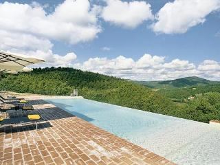 Toddler- friendly Umbrian villa on the border of Umbria and Tuscany. 5 Minutes from Preggio and 30 from Cortona. HII LAZ, Umbrië