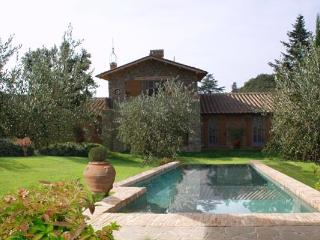 Included with your stay on this hamlet, enjoy an olive oil tasting organized by the hamlet's farm. Enjoy the hamlet's private restaurant, as well. HII LEC, Florence