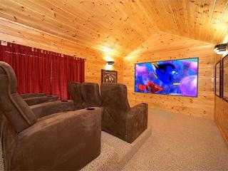 5 bedroom Luxury Cabin with Home Theater Room, Pool Table and Air Hockey, Gatlinburg