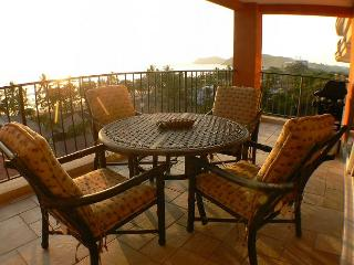 Beachfront 5th floor Ocean View Luxury Condo, 32' LCD,King,Queen,Downtown!, Jaco