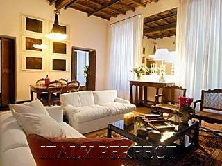 Perfect Luxury Designer Spacious Spanish Steps, Beautifully Appointed Renata Apt