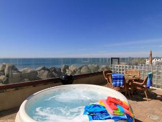 Oceanfront rental with 4br/4ba, private spa, ocean patio, bbq, A/C Equipped
