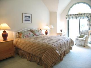 Ocean Edge Upper Level with King bed,  Golf & Pool (fees Apply) - EN0279, Brewster
