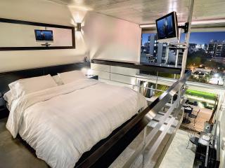 King Size Four Seasons Bed with 32' LCD TV, DVD, Apple TV, Ipad Alarm Clock Radio