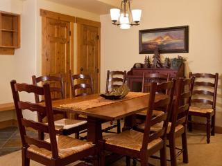 Aspen Lodge dining room - 4105