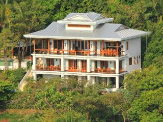 Luxury Villa - Tulemar Beach - Sunset Ocean Views!, Parque Nacional Manuel Antonio